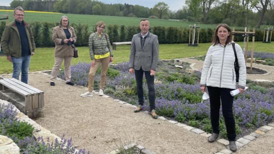 Bildunterschrift (von links):  Thomas Warnecke, Daniela Mühleis, Karin Kuhlmann, Frank Gerberding, Alicia Homann, Birgit Eicke-Wedegärtner (Fotografin)